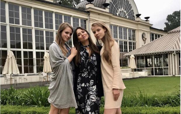 Kinga Rusin z córkami. Źródło: instagram.com