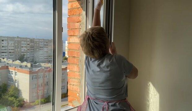 Okna myję raz w roku, screen YT