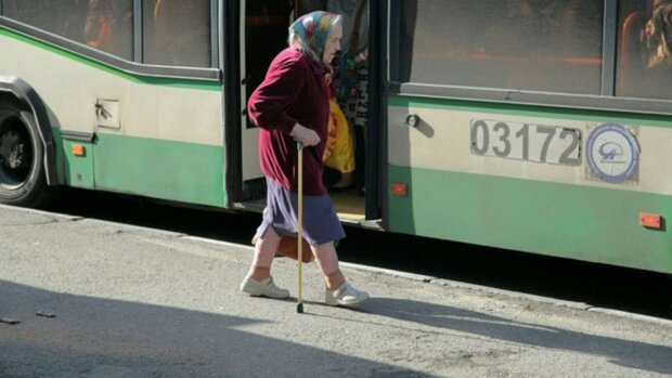 Stara kobieta, screen YT
