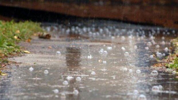 ulewny deszcz z gradem, sceen YT