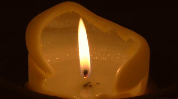 Płonąca świeca/YouTube @Virtual Fireplace