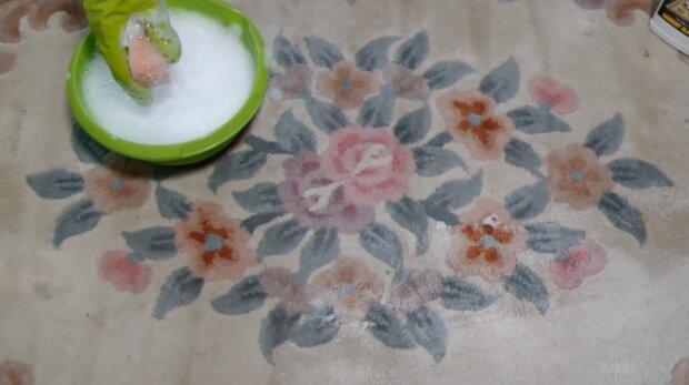 Czyszczenie dywanów. Źródło: Youtube Take Look