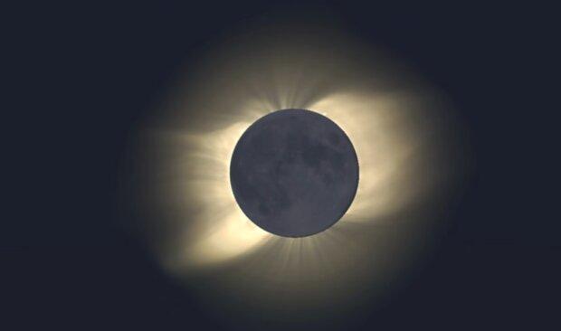 Zaćmienie Słońca/YouTube @AstroLife