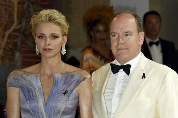 Księżna Monako jest w poważnym stanie. Nie może wrócić do swojego kraju. O co chodzi