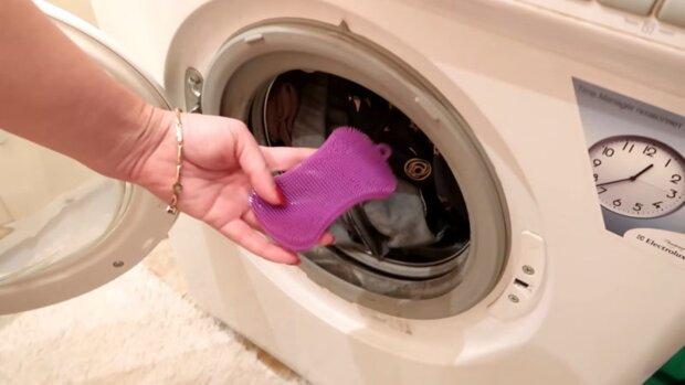 wrzucać gąbkę silikonową do prania, screen YT