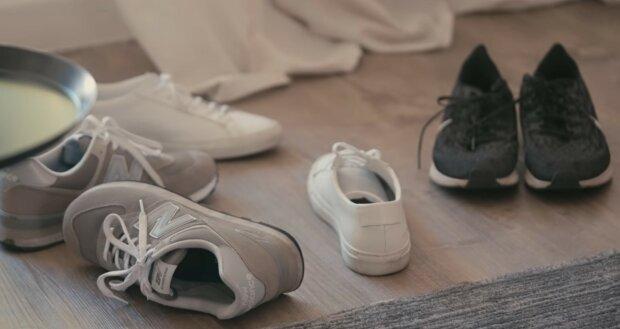 Niewiele osób wie, w jakim celu w butach sportowych znajduje się pętelka. Służy nie tylko do ozdoby! Ten nietypowy element obuwia ma ciekawą funkcję