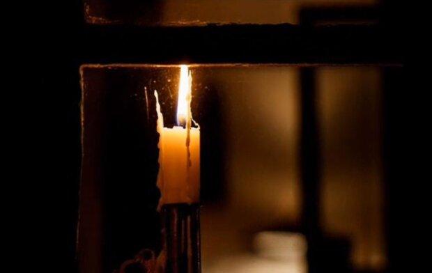 Płonąca świeca/YouTube @Krystyna Gębska