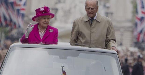 Książę Filip i królowa Elżbieta. Źródło: Youtube Onet100