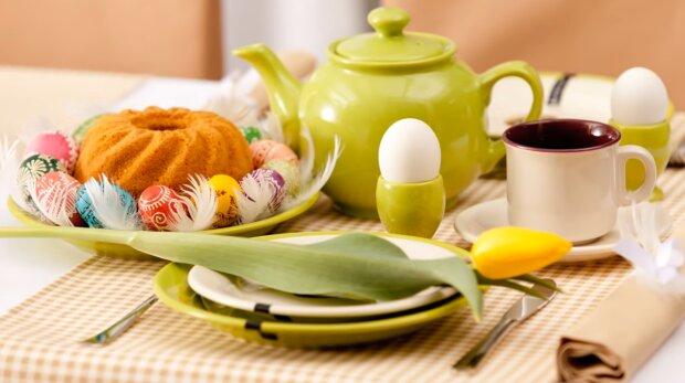 Wielkanocny stół/ YouTube @dekoria.pl