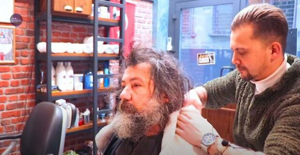 Bezdomny przeszedł niezwykłą metamorfozę, screen YouTube